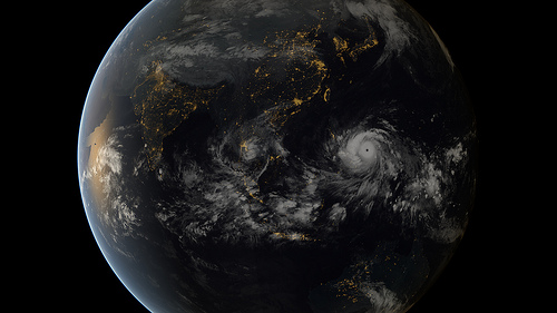 Typhoon Haiyan/Yolanda approaching the Philippines (13:00 UTC 07/11/2013). Image captured by the geostationary satellites of the Japan Meteorological Agency and EUMETSAT.